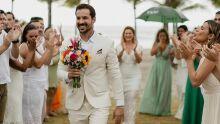 Médico 'casa' com ele mesmo após término de noivado