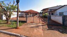 Casa para alugar vira antro de drogados e o pior: fica ao lado de escola na Popular