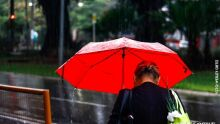 Cheirinho de terra molhada: chuva reaparece em alguns bairros em Campo Grande