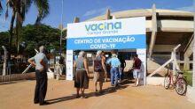 Idosa tem 2ª dose adiada em Campo Grande e advogado diz: 'põe em risco a eficácia'