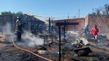 Incêndio destrói casa em comunidade da Cidade de Deus
