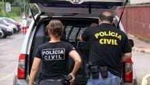 Policial é preso com pistola escondida em closet em Dourados