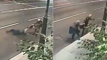Rapaz arrasta idosa pelo asfalto para roubar bolsa: 'fui desafiado por amigos'