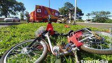 Mulher em bicicleta elétrica bate em moto em Campo Grande (vídeo)