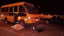 Casal morre ao ser arremessado de moto após bater em carro parado