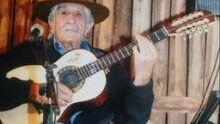 Amigos, admiradores e familiares prestam últimas homenagens ao violeiro Ivo de Souza