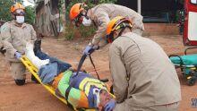 Mototaxista desvia de cachorro, cai de moto e fica ferido em Coxim