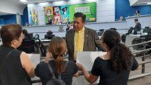 PROTESTO: pais são contra escola exclusiva para pessoas com deficiência em Campo Grande