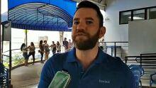 VÍDEO: jovens em busca de emprego em atacadista lotam seletiva da prefeitura