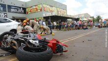 Motociclista atropela casal e idosa morre no Tiradentes