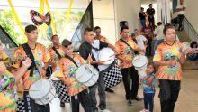 CLIMA DE FESTA: Praça dos Imigrantes recebe grito de Carnaval e baile de marchinhas