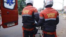 Motorista capota caminhonete e fica preso às ferragens na BR-060