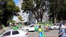 Manifestantes fazem protesto de apoio para Bolsonaro e em defesa de medidas inconstitucionais