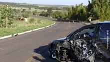 Cruze bate em carreta e manobra de motorista salva vida de idoso