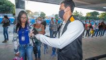Na véspera da obrigatoriedade, Prefeitura distribui máscaras no Aero Rancho