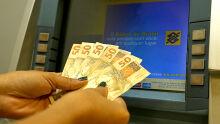 Fim de semana com dinheiro no bolso: servidores podem sacar pagamento nesta sexta-feira