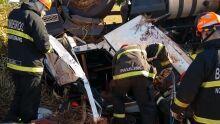 Motorista tomba carreta carregada de cerveja na BR-267