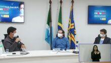 """AULAS: """"voltar e forçar todo mundo a ficar encostado com o rosto no ônibus é perigoso"""", diz Mandetta"""