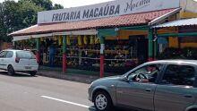 Frutaria rebate e afirma que calçada divulgada por cliente não impede circulação de pedestres