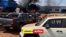 Em Dourados, incêndio destrói carros apreendidos no pátio do Detran