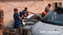Batida entre carro e caminhão deixa garoto de 11 anos gravemente ferido