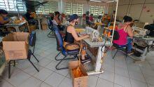 Fábrica de máscaras garante renda a dezenas de mulheres desempregadas