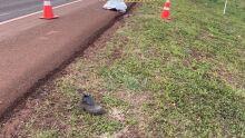 Trava da porta de caminhão quebra, passageiro cai e morre em rodovia