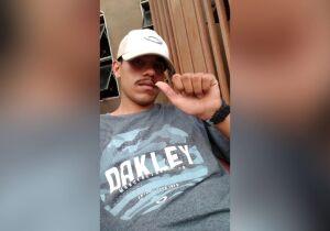 'Cria não morre, cria vira lenda': amigos se despedem de jovem executado nas Moreninhas