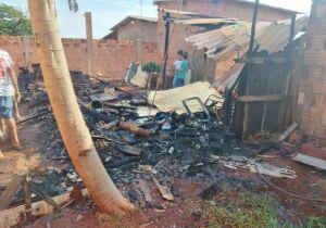 Família perde tudo em incêndio e pede ajuda até pro almoço no Tijuca 2