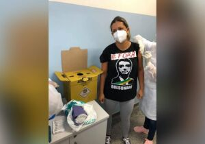 Enfermeira sofre pressão para apagar foto anti-Bolsonaro em MS