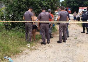 Após ser agredida com socos na cabeça, mulher empurra namorado, que cai e morre