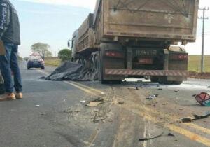 Motociclista morre esmagado ao ultrapassar carreta na BR-163, perto de Bandeirantes