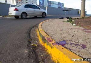 Homem é espancado por 'olhar meninas' e pula de carro em movimento em Campo Grande