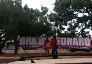 Vídeo: visita do presidente tem ato 'fora Bolsonaro' em Campo Grande
