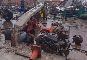 Chuva chega e destrói 'meia' cidade em MS