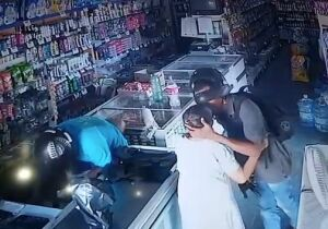 Consciência de classe? Bandido beija idosa durante assalto: não quero seu dinheiro