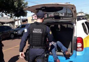Guarda Municipal 'interrompe' transa de dois homens em marquise de igreja