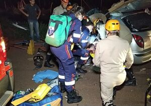 Agente penitenciário bate carro em caminhão e morre na BR-163
