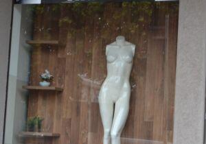 Suspeito leva 200 peças de moda feminina e dona é avisada por populares em Nova Andradina