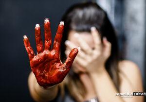 Marido dá socos na boca da mulher e vítima perde três dentes