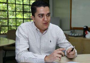 Médico preso acusado de fraudar licitações é flagrado com celular em cela
