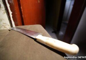 Homem é morto a facadas e corpo encontrado ao lado de mercearia em Campo Grande