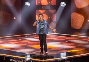 Garotinho morador do Bonança canta modão sertanejo e segue no The Voice Kids