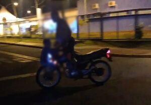 PERIGO: pai faz zerinho com criança na roda no Nova Lima (Veja o vídeo)