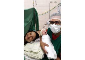Mãe em trabalho de parto é dispensada com dipirona e aviso que bebê nasceria em duas semanas
