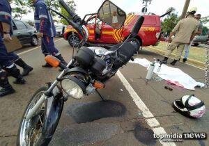 Motociclista bate em placa de sinalização e morre na Rachid Neder
