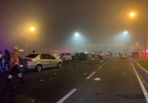 Acidente com 22 veículos deixa 8 mortos e 20 feridos