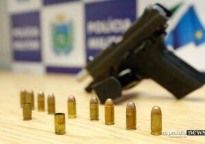 PM prende casal armado passeando de carro em Campo grande