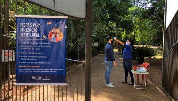 Com restrições, prefeitura reabre praças e parques em Campo Grande