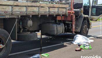 Pedestre é atropelado por caminhão e morre na BR-262